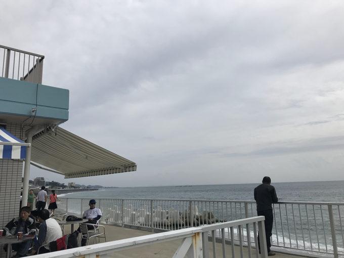海を一望!ほぼ海岸にある西湘パーキングエリア