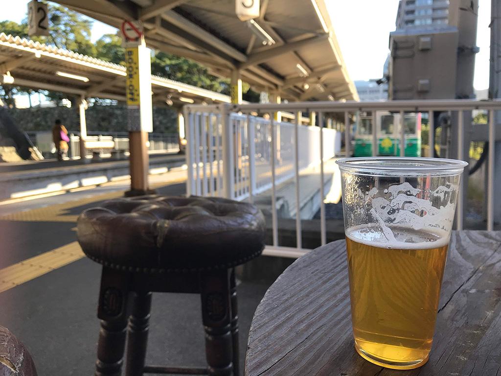 駅のホームで飲むビール(ことちゃんエール)は格別